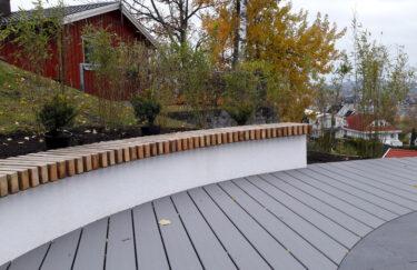 Benk av Kebony og terrasse av TREX kompositt bygget av Trest Entreprenør i oslo og akershus