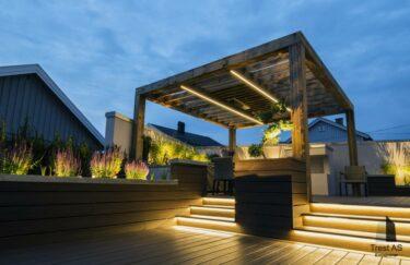 Pergola i tre og terrasse av Trex kompositt trevirke o plantekasse med bonsai fra Trest entreprenør AS i Oslo og Akershus