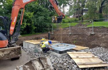 Trest entreprenør leverer og installasjoner av helt og delvis nedgravde Metro søppel- og avfallscontainere for borettslag og boligsameiere i Oslo, Bærum fra Strømbergs Plast AS