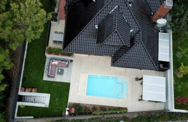 Trest entreprenør har ferdigstilt nok et nytt hageprosjekt i Oslo og Akershus. Vi bygge pergola og levegg av Marnar Bruk Royal, terrasse av Accoya terrassebord, basseng, Oppland skifer, granitt trapper