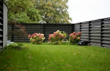 Trest entreprenør har ferdigstilt nok et nytt hageprosjekt i Oslo og Akershus. Vi bygge granitt støttemur, levegg av Marnar Bruk Royal, ferdigplen