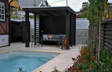 Trest entreprenør har ferdigstilt nok et nytt hageprosjekt i Oslo og Akershus. Vi bygge pergola og levegg av Marnar Bruk Royal, terrasse av Accoya terrassebord, basseng