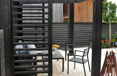 Trest entreprenør har ferdigstilt nok et nytt hageprosjekt i Oslo og Akershus. Vi bygge pergola og levegg av Marnar Bruk Royal, terrasse av Accoya terrassebord
