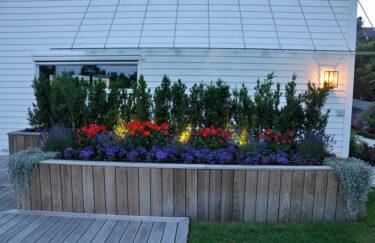Trest entreprenør plantekasse og terrasse av termoask, planting, belysning, på Nordstrand i Oslo