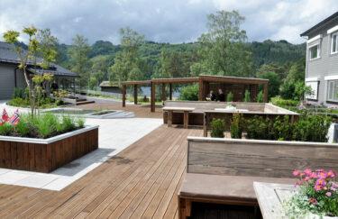 Trest hage entreprenør i oslo og akershus, design hage, terrasse MøreRoyal, pergola, benk, plantekasse, planting